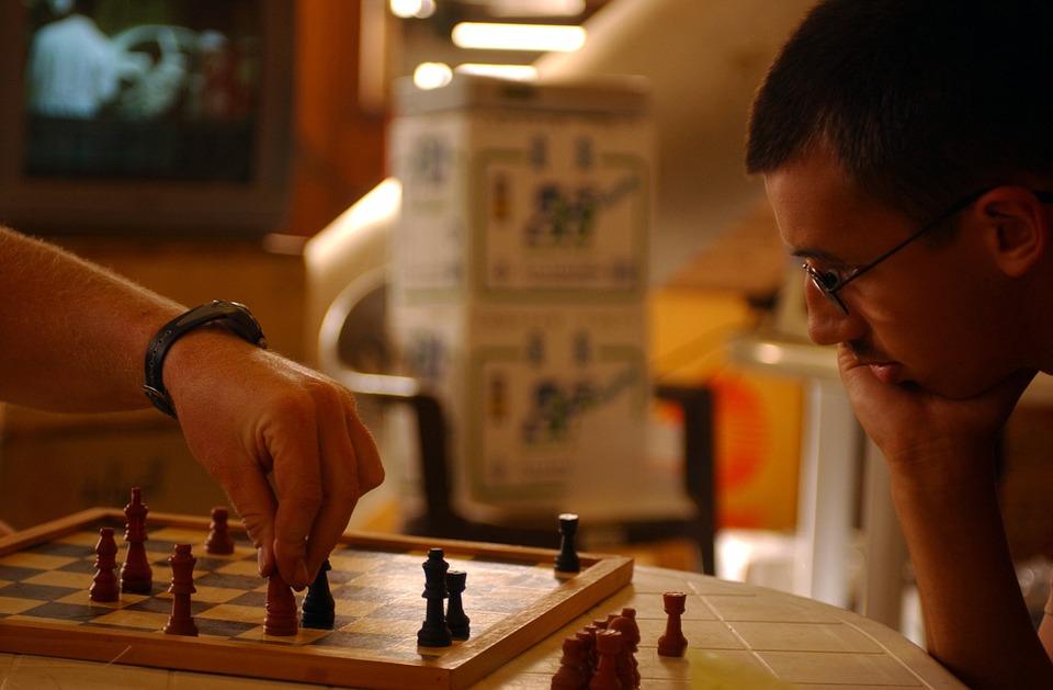 šah-partija-igrač